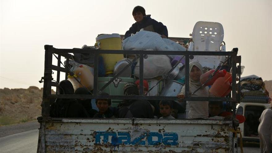 Fuerzas gubernamentales sirias mandan refuerzos frente al EI en Deir al Zur