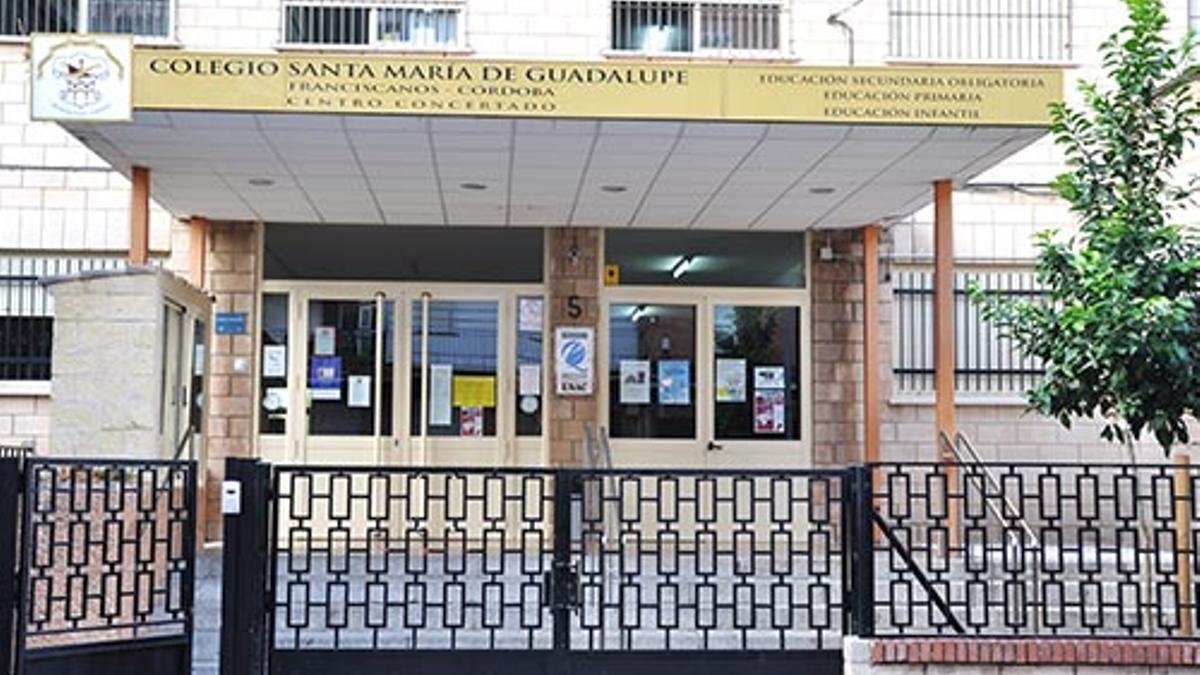 Fachada del Colegio Santa María de Guadalupe de Córdoba, donde trabajaba el profesor condenado.