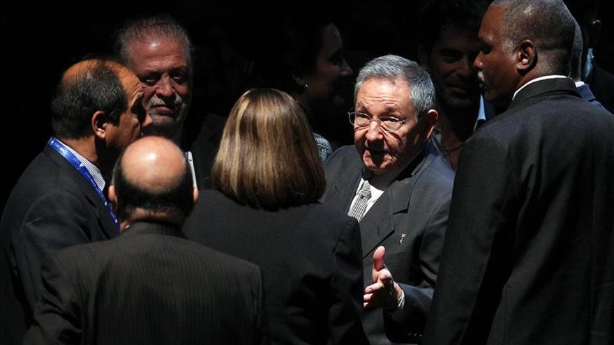 Raúl Castro regresa a Cuba tras recibir la presidencia de la Celac en Chile