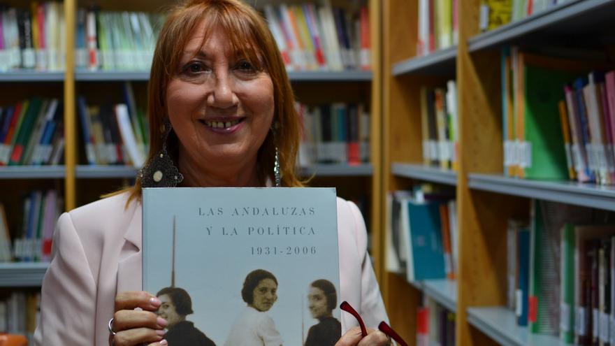 María Dolores Ramos, en la biblioteca que está montando en la Facultad de Letras de la UMA | N.C.