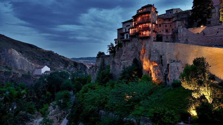 Las Casas Colgadas desde el Puente de San Pablo; una de las imágenes clásicas de la ciudad de Cuenca. Massimo Frasson