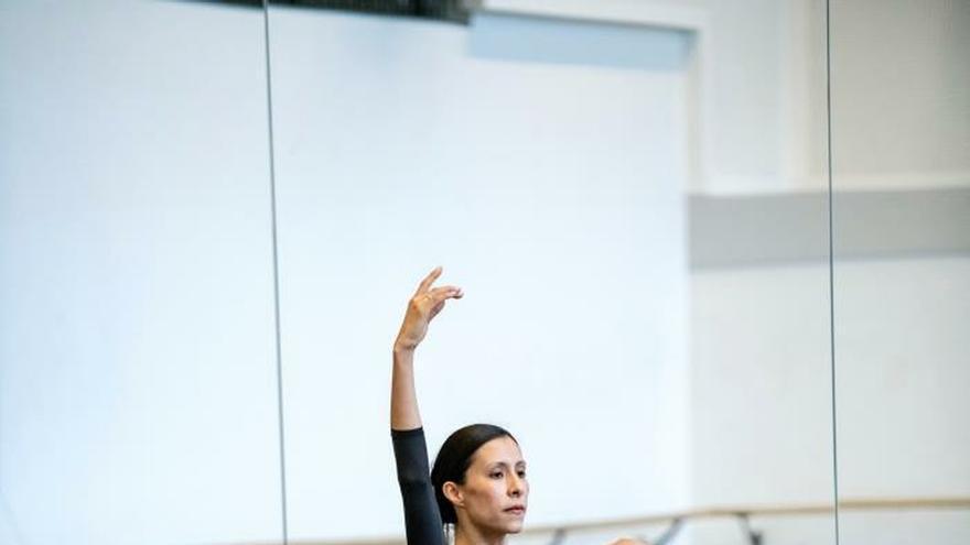 La bailarina mexicana Carrillo confía en la educación para alcanzar la igualdad