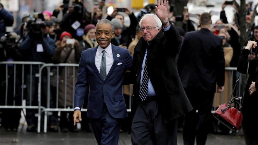 Sanders visita a líder negro en Harlem en busca de votos de esa comunidad