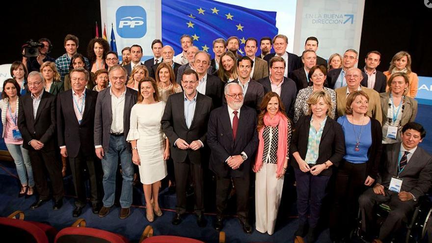 Eurodiputados del PP en campaña junto a Mariano Rajoy y María Dolores de Cospedal.
