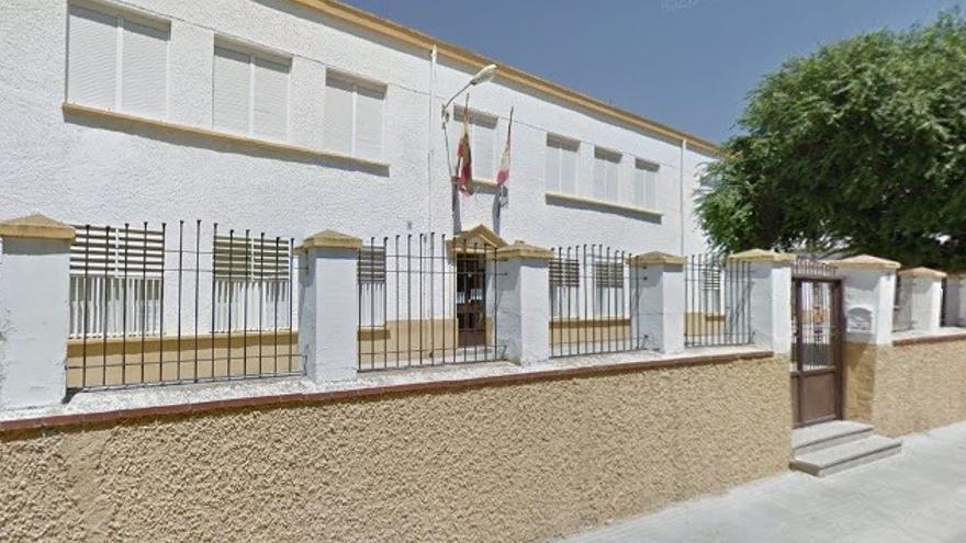 El último colegio de Castilla-La Mancha con el nombre de José Antonio, en honor a Primo de Rivera, cambia por el de una mujer