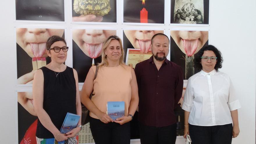 El artista chino Cang Xin expone una retrospectiva de su obra en la Biblioteca Central de Cantabria