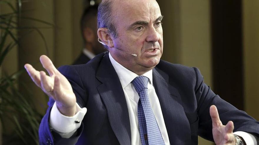 """De Guindos afirma que tras las elecciones catalanas """"la vida sigue"""""""