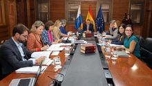 Angel Víctor Torres preside la reunión del Consejo de Gobierno sobre los presupuestos de la comunidad autónoma para 2020.