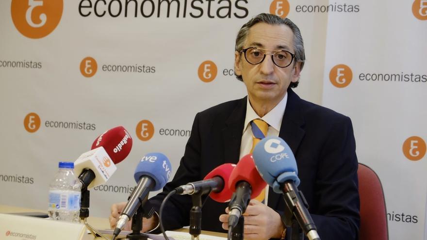 El decano del Colegio de Economistas de Valladolid y presidente de Ecova, Juan Carlos de Margarida.