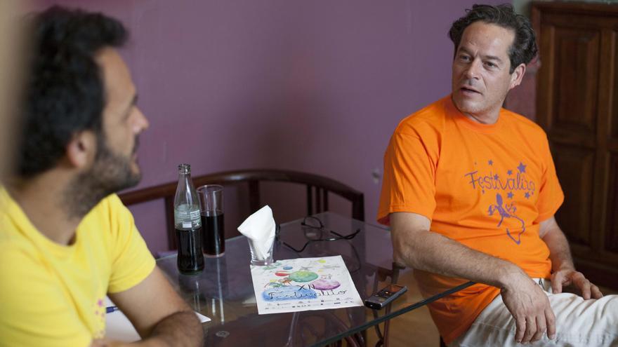 Jose Víctor Fuenrtes, directos del Festivalito La Palma, y Jorge Sanz. Foto: Virginia Park.