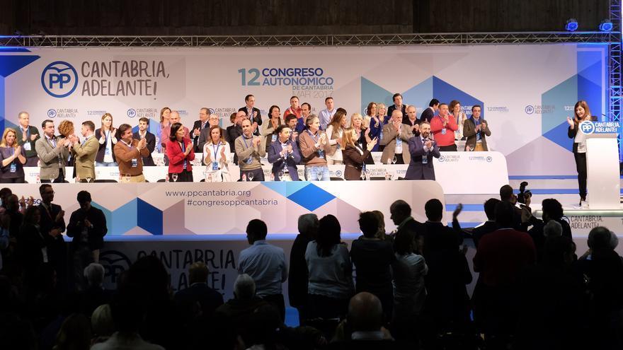 María José Sáenz de Buruaga junto a su nuevo equipo de dirección en el PP de Cantabria.