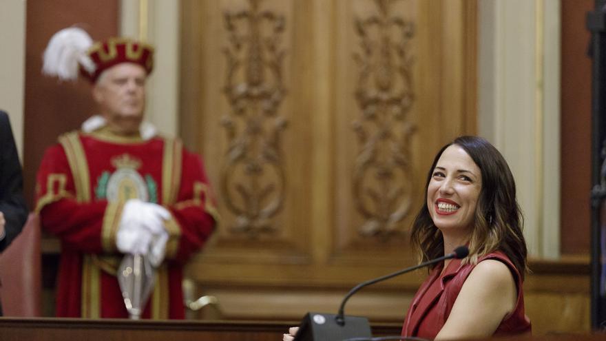 Patricia Hernández, recién elegida alcaldesa de Santa Cruz de Tenerife, se muestra feliz