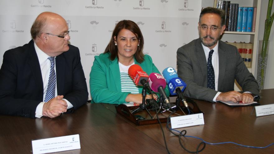 Agustina García junto a su homólogo de Fomento en Andalucía, Felipe López (dcha)