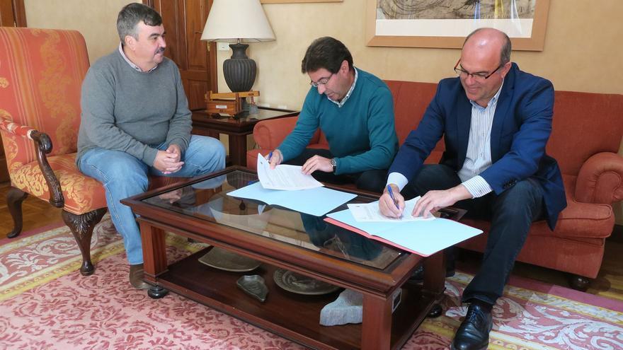 Firma del convenio de compostaje en Puntallana.