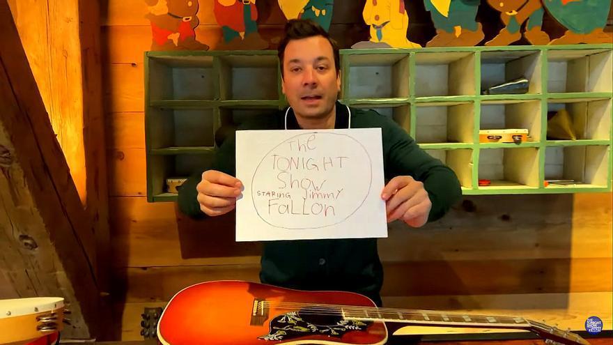 Jimmy Fallon improvisando su programa casero