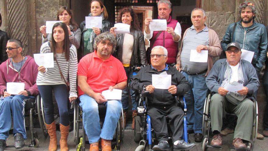 Los miembros de Adfilpa protestaron este jueves en la Casa Salazar. Foto: LUZ RODRÍGUEZ