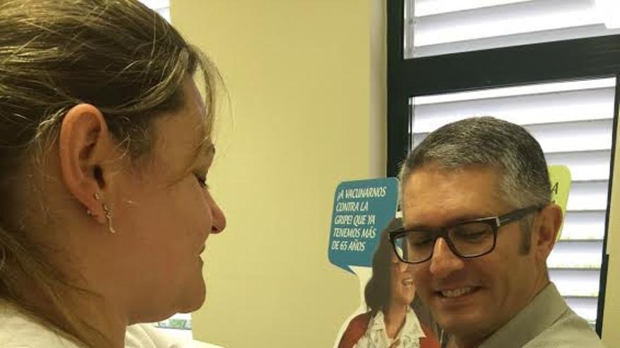 AlbertoTaño se vacuna contra la gripe.