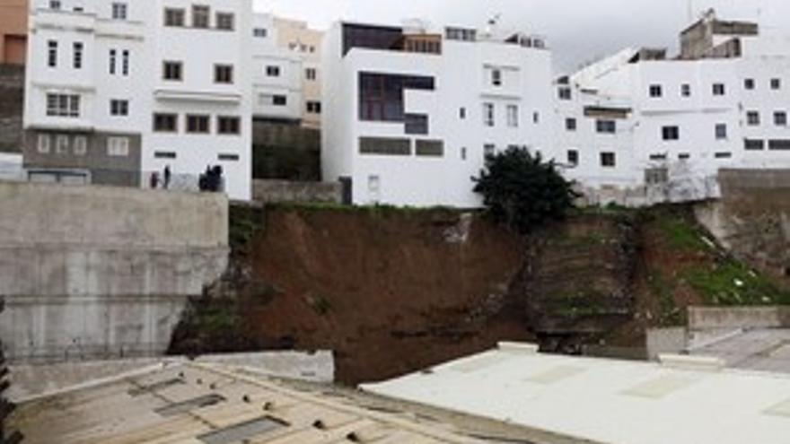 Lugar donde se produjo el derrumbe del muro, en Miller Bajo. (ACFI PRESS)