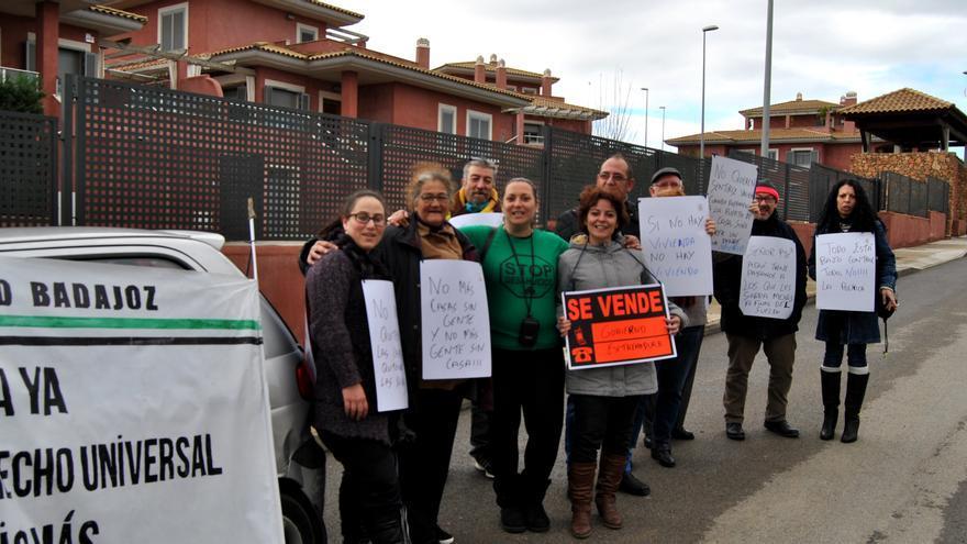 Protesta de las tres madres en el barrio de Las Vaguadas de Badajoz