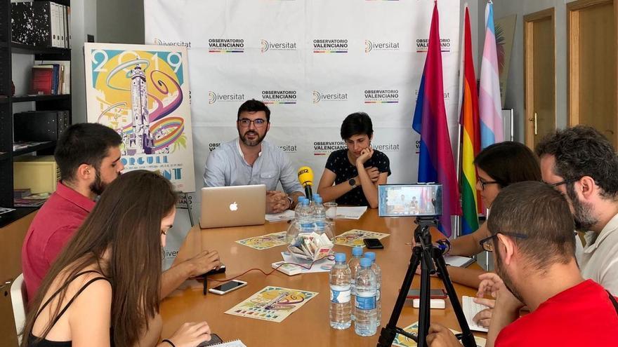 Rueda de prensa ofrecida por Toño Abad, presidente de Diversitat, este jueves.