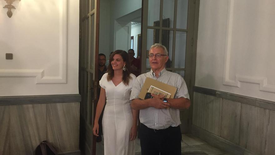 El alcalde de València, Joan Ribó, y la portavoz municipal del PSPV, Sandra Gómez