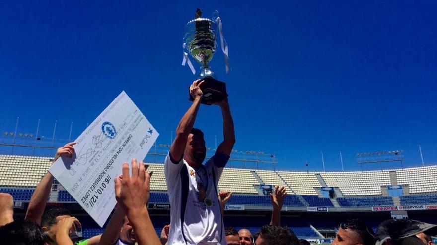 La SD Tenisca se ha llevado para sus vitrinas de nuevo la LXVI edición de la veterana Copa Heliodoro Rodríguez López.  Foto: Facebook SD Tenisca.