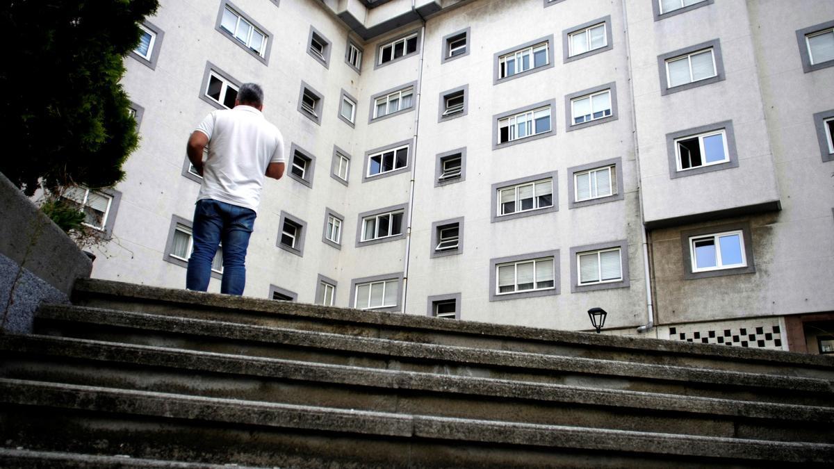 Vista general hoy jueves de la calle Juan Darriba de A Coruña, en donde ha sido asesinada una mujer de 52 años.