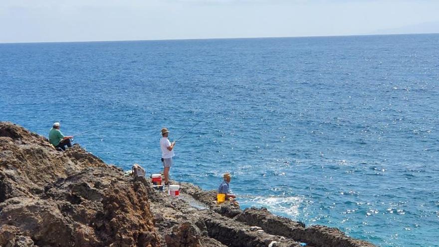 El Gobierno de Canarias descarta limitar los días para la práctica de la pesca recreativa