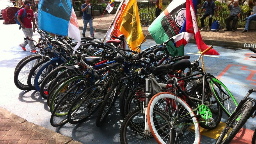 Bicicletas que esperan a que los ciudadanos decidan en asamblea la próxima sede del FMB