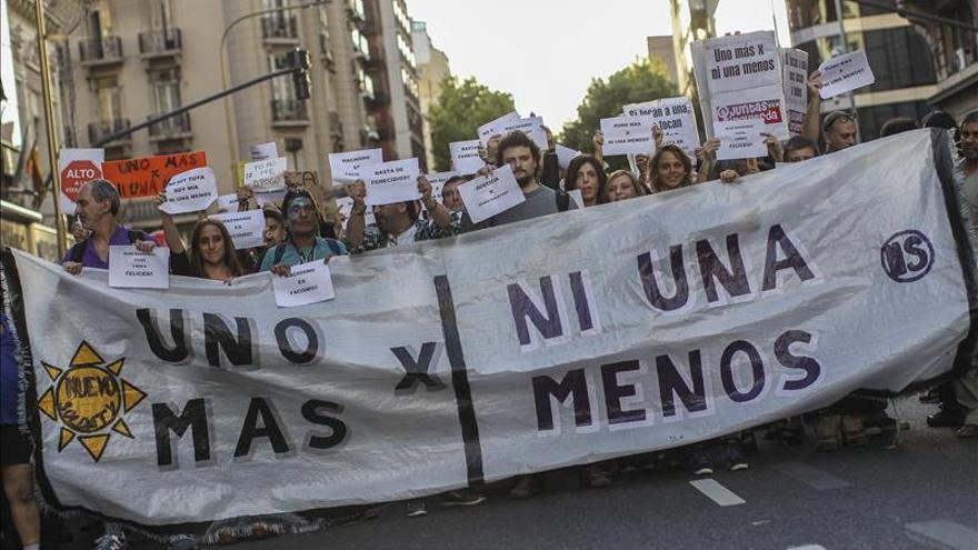 Protestan frente al Congreso argentino contra la violencia machista