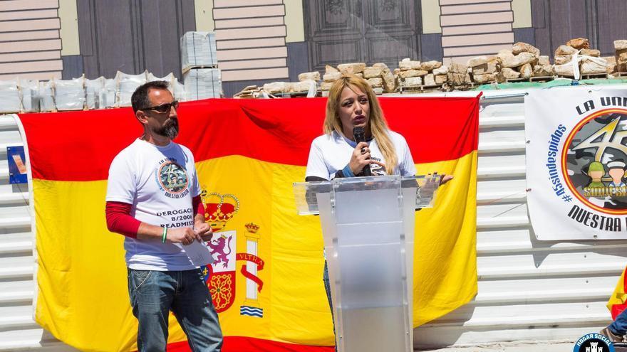 Melisa Domínguez, portavoz del grupo neonazi Hogar Social Madrid, en San Fernando (Cádiz).