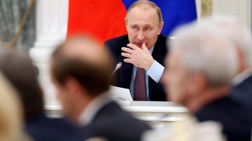 Putin destituye a cuatro altos cargos por incompatibilidad