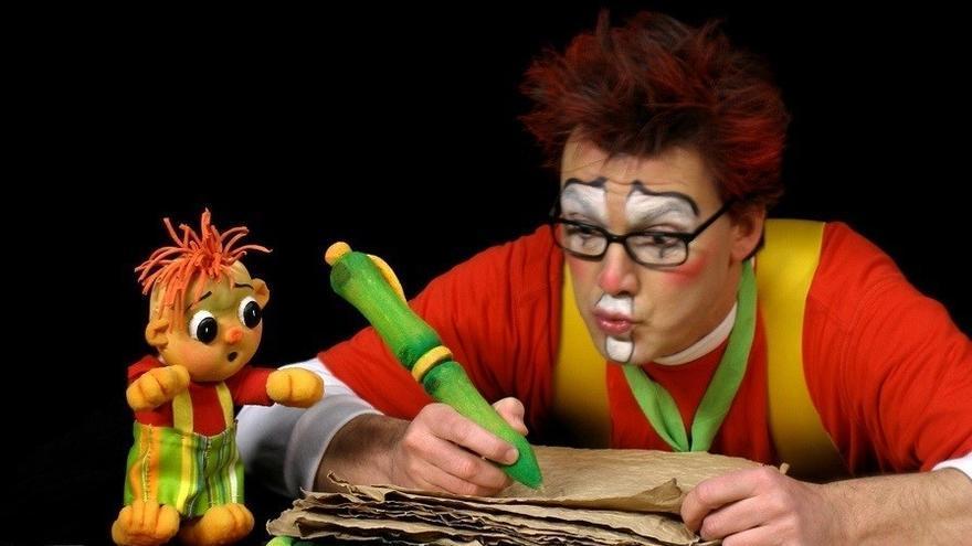 Escena de la obra 'Tuyo' de la compañía Teatro Plus.