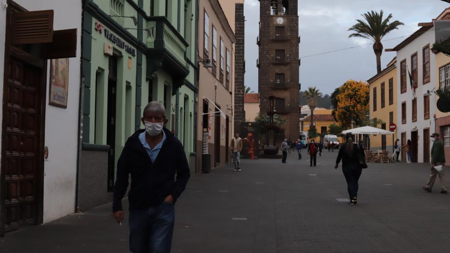 Tenerife registra dos fallecidos más con coronavirus y el 63% de los 111 nuevos positivos de Canarias