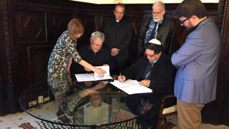El alcalde de Valencia, Joan Ribó, con los representantes de las diferentes confesiones religiosas