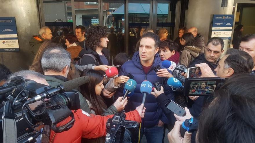 Mitxel Lakuntza, momentos antes de registrar la convocatoria de huelga del 30 E.