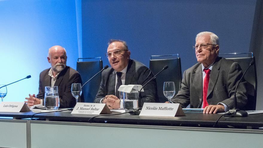 El consejero de Sanidad, José Manuel Baltar, durante el Fórum sobre Vacunación de las Sociedades Científicas de Canarias