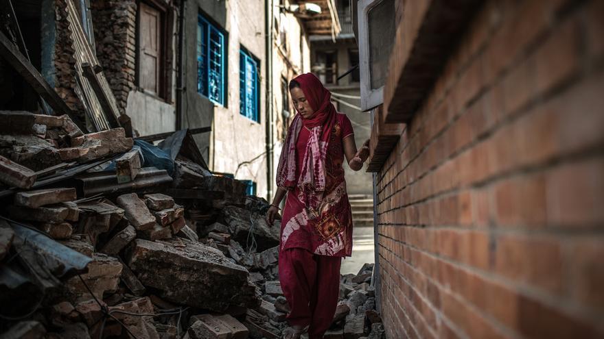 El 25 de abril el terremoto que azotó Nepal sepultó, a Tika Thapamagar junto a sus dos hijos bajo los escombros de su casa. / Foto: Pablo Tosco / Oxfam Intermón.