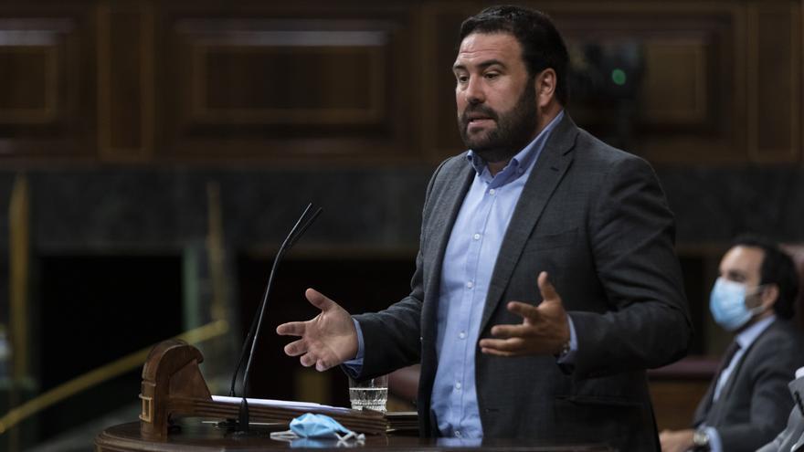 El diputado de EH Bildu Iñarritu García, interviene desde la tribuna en una sesión plenaria en el Congreso