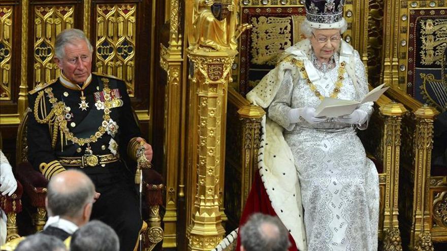 Isabel II expone en el Parlamento las prioridades del Gobierno de Cameron