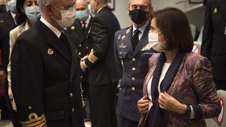Archivo - El almirante Teodoro López Calderón junto al general Miguel Ángel Villarroya y la ministra de Defensa, Margarita Robles