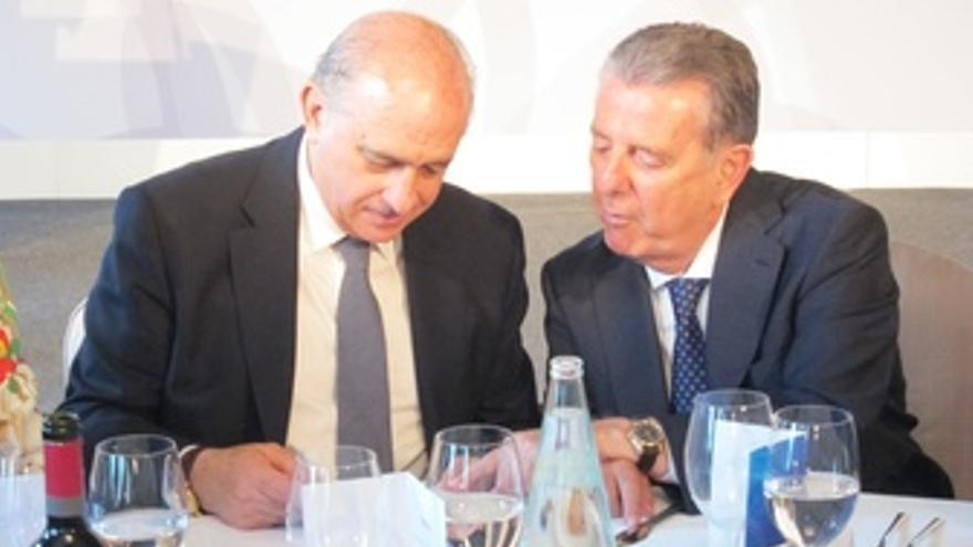 El Ministro Jorge Fernández Y El Editor Javier Godó
