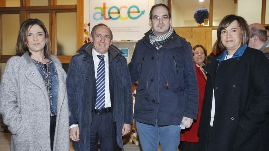 Ramiro González muestra su apoyo a la asociación ATECE durante la inauguración de su nueva sede en Vitoria
