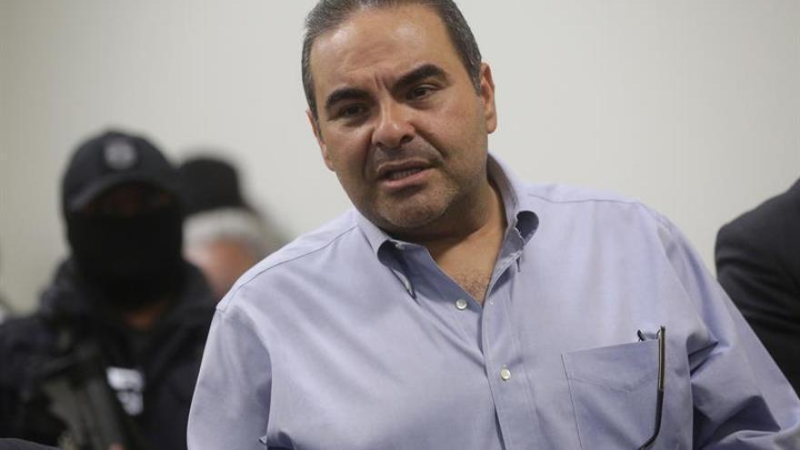 El expresidente salvadoreño Saca continuará en prisión tras la audiencia inicial