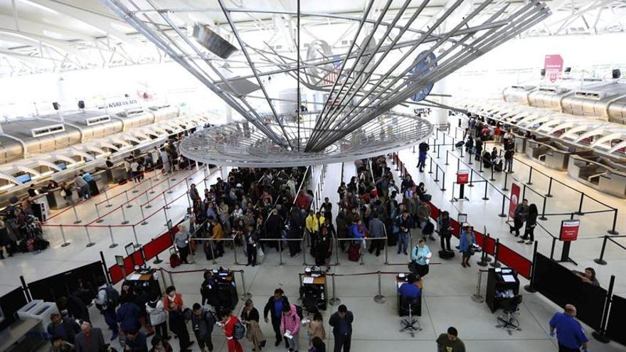 Abogados se instalan en el JFK para ayudar a los afectados por el veto migratorio