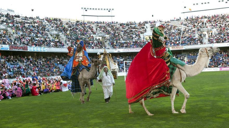 Llegada de los Reyes Magos al estadio Heliodoro Rodríguez López.