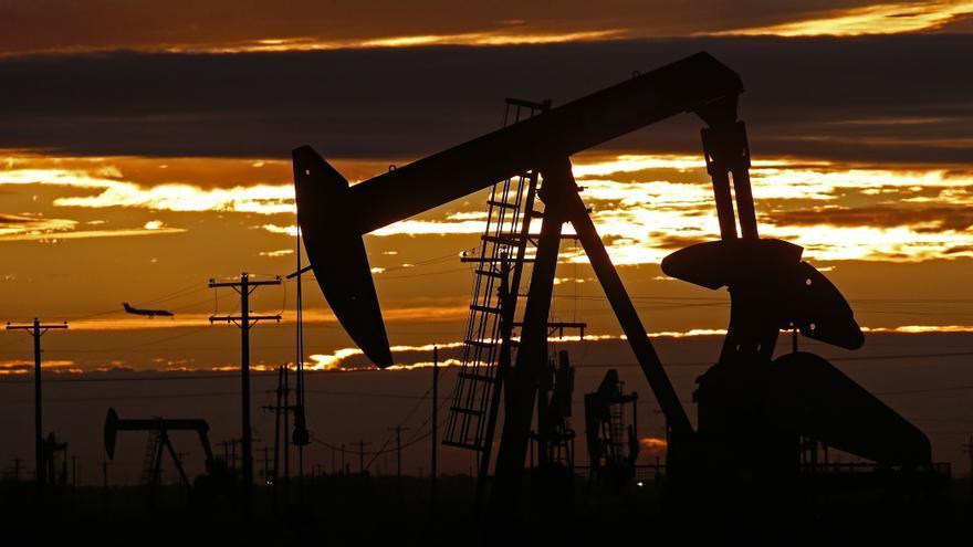 El petróleo de Texas cierra con un descenso del 0,1 %, hasta 69,96 dólares