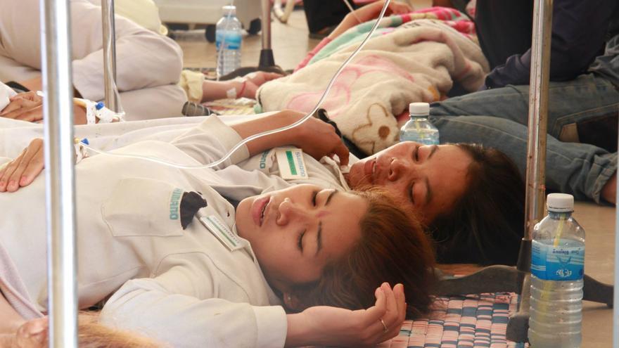 Veintisiete trabajadoras se desamayaron el febrero pasado mientras trabajaban en un fábrica de Shimano en Camboya. Foto: Community Legal Education Center