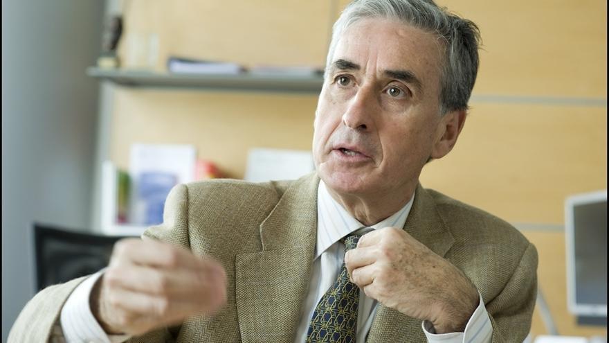 Jáuregui defiende el traslado de los restos de Franco del Valle de los Caídos y critica la pasividad del Gobierno