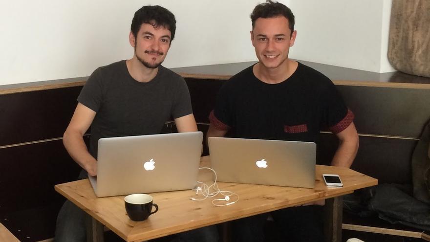 Pedro Sola y Pablo Villalba en una improvisada oficina (Foto: Pablo Villalba)